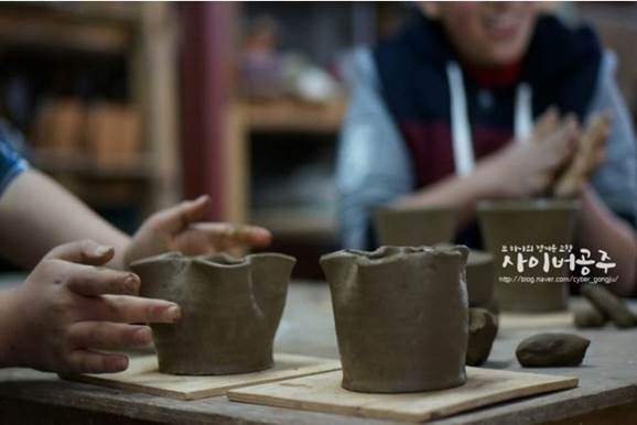 Pottery Village in Geryong Mountain, continuing its tradition with clay and fire 이미지
